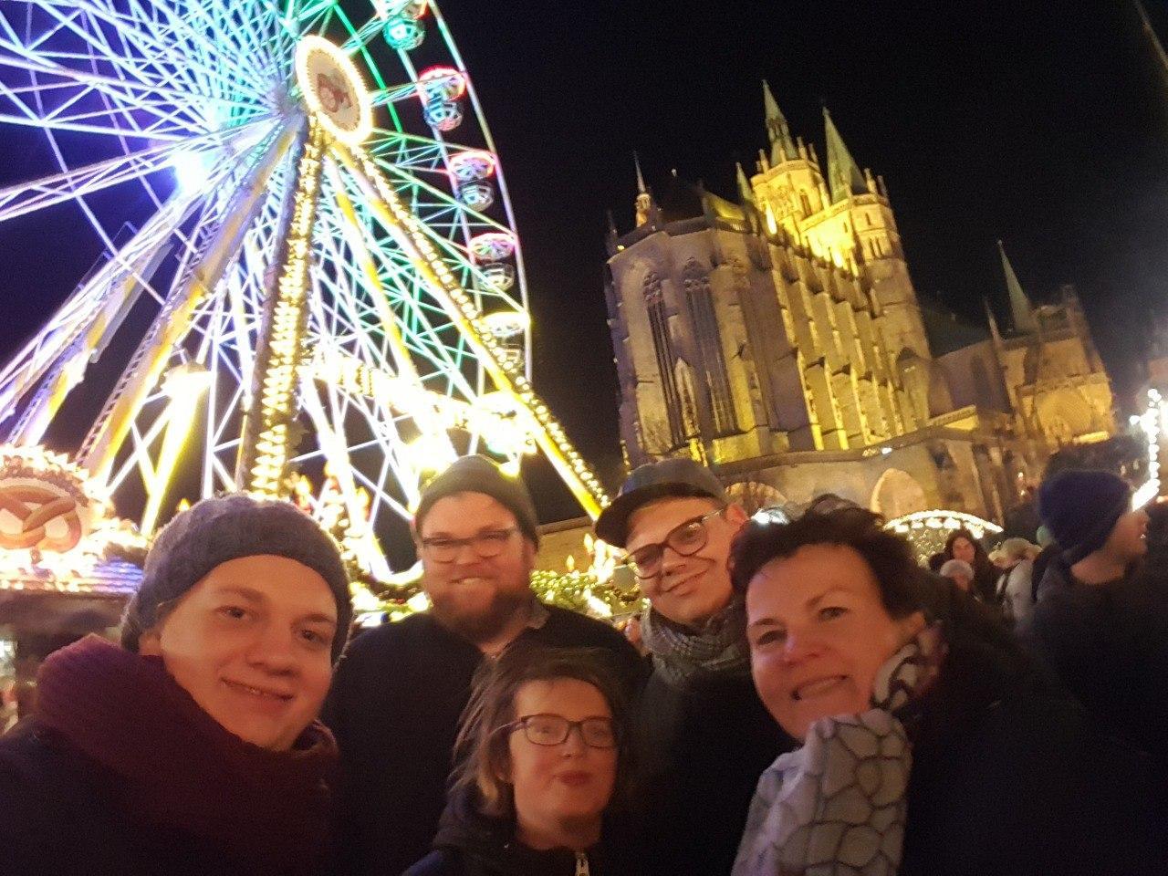 Der Vorstand auf dem Erfurter Weihnachtsmarkt, im Hintergrund ein Riesenrad und der Erfurter Dom